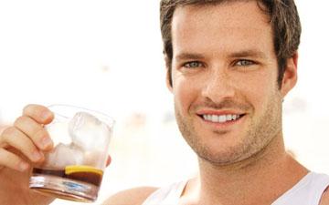 алкогольні напої допоможуть чоловікам позбутись захворювань серця