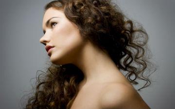 Якщо у вас швидко жирніє волосся - полюбіть кучеряві укладки