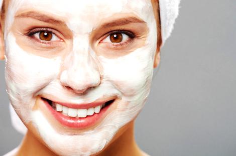 Зимова маска для обличчя