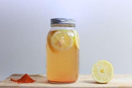 Вода з лимоном також є сильним антиоксидантом