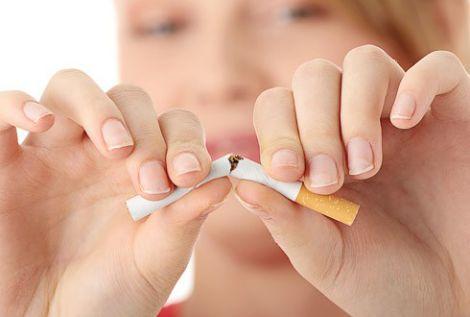 Куріння руйнує обличчя жінки