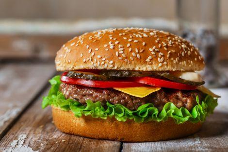 Людям категорично заборонено вживати гамбургери