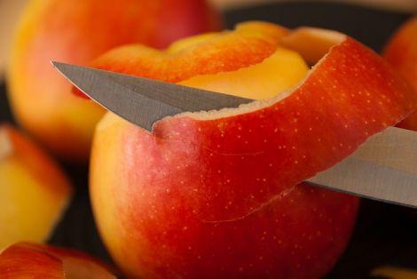 Шкірка яблук врятує від раку