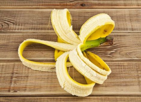 Бананова шкірка для відбілювання зубів
