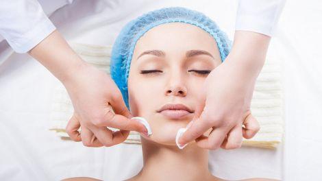 Косметичні процедури, які потрібно зробити перед відпусткою