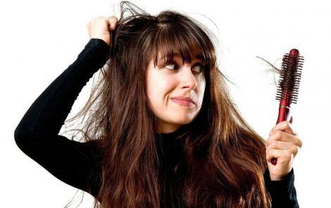 дівчина з волоссям