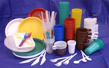 пластиковий посуд слід використовувати обережно