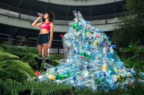 Люди вживають пластик з продуктами
