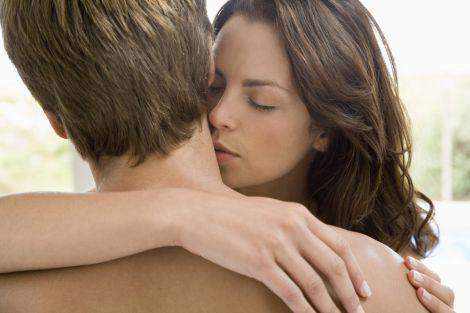Різниця в рості між чоловіками та жінками робить їх щасливими