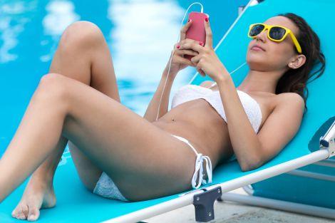 Чому шкідливо ходити в пляжному купальнику?