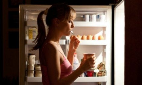 Що корисно їсти перед сном: 10 варіантів від дієтолога