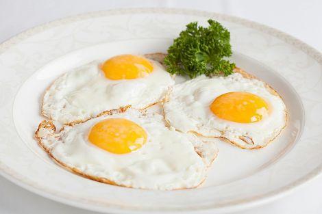 Дієтолог розповів, кому не можна їсти яйця