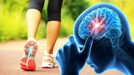 Як розпізнати інсульт: симптом, що виявляється під час ходьби