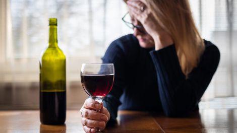 Вчені розвінчали міф про користь келиха вина в день