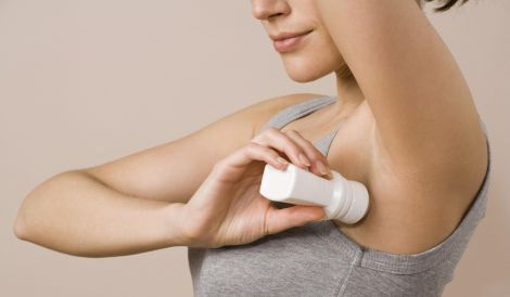 Чи треба користуватись дезодорантом вдома?