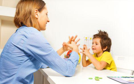 Дитина з аутизмом