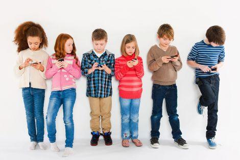 Смартфони гальмують розвиток мовлення у дітей