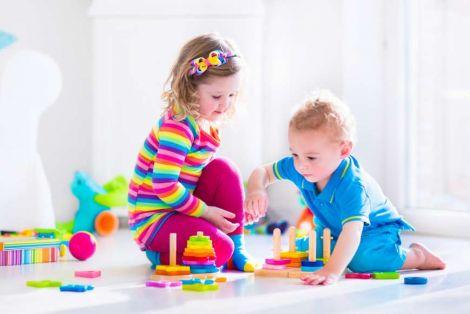 Чому дітям шкідливо мати багато іграшок?