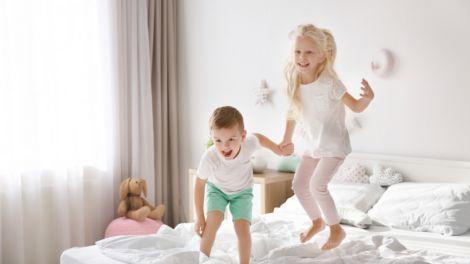 З якого віку можна залишати дітей вдома самих?