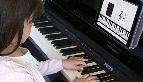 Чому дітям корисно навчитись грати на фортепіано?