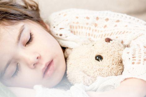 Поради, які допоможуть вкласти дитину спати