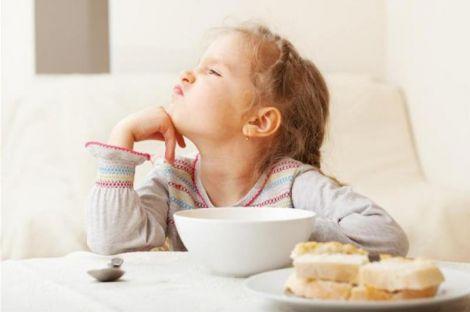 Дитячі капризи під час прийому їжі