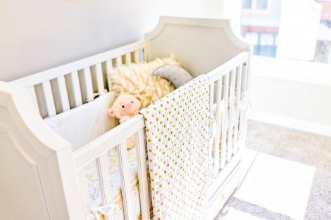 Пилюка на дитячих ліжках
