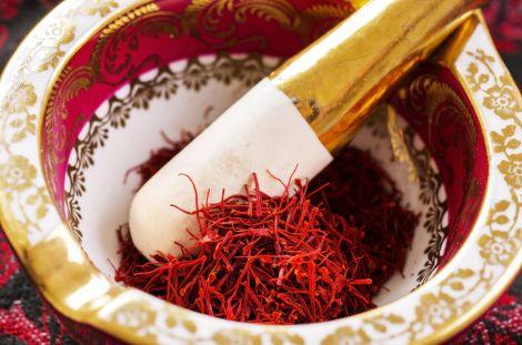шафран - це сушені тичинки квітів