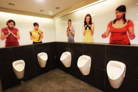 Брудні чоловічі туалети