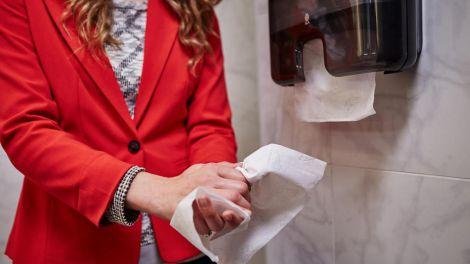 Небезпечні бактерії у громадських туалетах