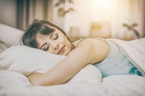 Кардіолог назвав небезпечні для сну пози