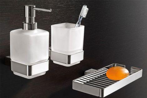 Чому зубну щітку краще не зберігати у ванній?
