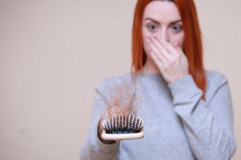 П'ять дієвих порад, якщо при коронавірусі випадає волосся