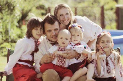 Генетика впливає на формування сім'ї