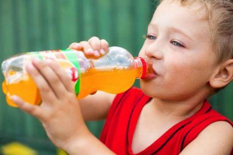 Чи шкідливі газовані напої для дітей?