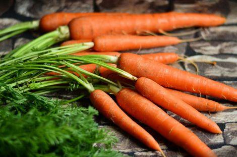 Вибір цибулі та моркви