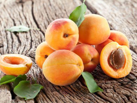 В деяких виадках їсти абрикоси шкідливо