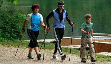 Скандинавська ходьба корисна приварикозі