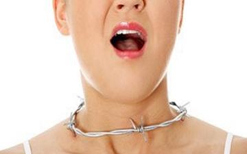 перші симптоми болю у горлі можна усунути за допомогою медових сот