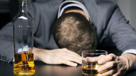Втратити контроль: три стадії алкоголізму