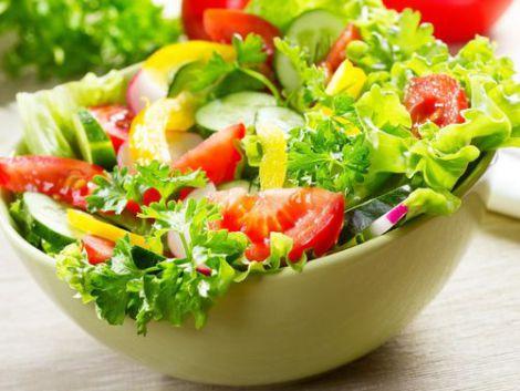 Овочеві салати визнали небезпечними