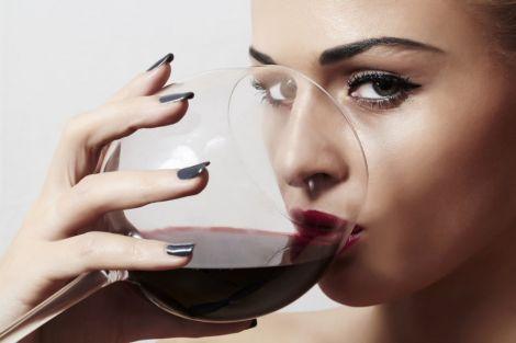Алкогольні напої не можна вживати з солодощами