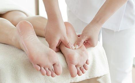 Массаж ног в домашних условиях: просто и приятно
