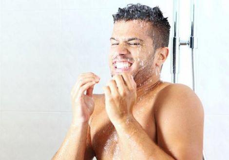Не варто приймати холодний душ у спеку