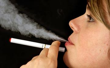 електронні сигарети можуть бути небезпечними для здоров'я