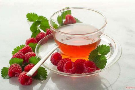 Чим чай з листя малини корисний для жінок