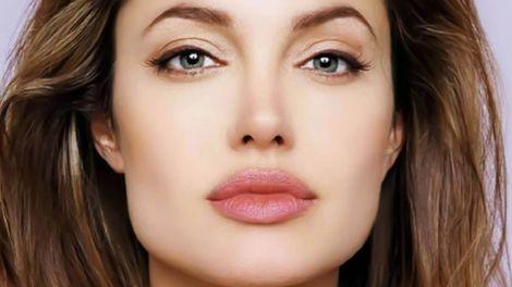 Збільшуємо губи за допомогою макіяжу