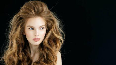 Експерт назвав найбільшу шкідливу для здоров'я волосся зачіску