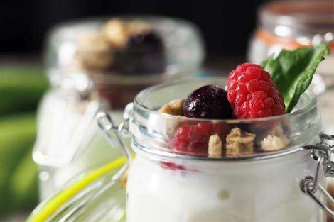 Вживання несолодких йогуртів може попередити молочницю