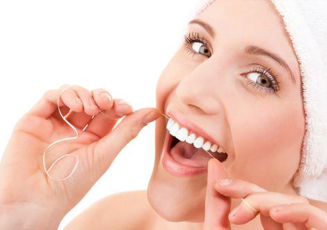 Чистка зубів ниткою